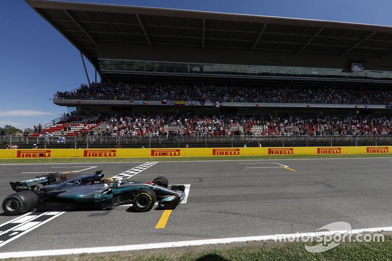 Льюіс Хемілтон, Mercedes AMG F1 W08, фінішує