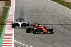 Sebastian Vettel, Ferrari SF70H, Lewis Hamilton, Mercedes AMG F1 W08
