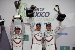 Подіум: #2 Porsche Team Porsche 919 Hybrid: Тімо Бернхард, Ерл Бембер, Брендон Хартлі