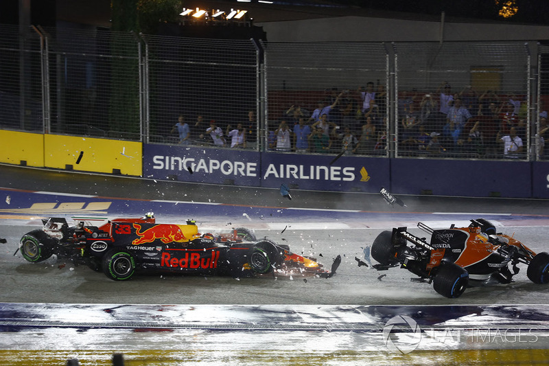 Kimi Raikkonen, Ferrari SF70H, takes out Max Verstappen, Red Bull Racing RB13 and Fernando Alonso, McLaren MCL32