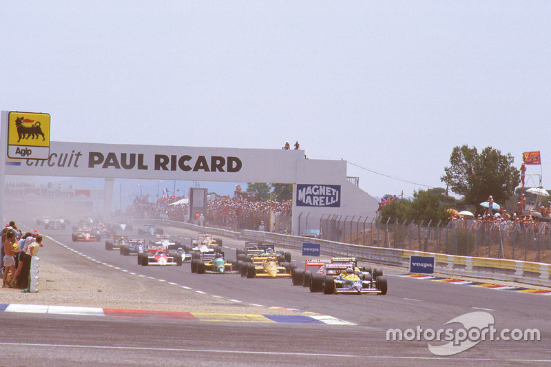 Départ : Nigel Mansell, Williams FW11B Honda, devant Alain Prost, McLaren MP4/3 TAG Porsche, Nelson Piquet, Williams FW11B Honda, et Ayrton Senna, Team Lotus Honda 99T