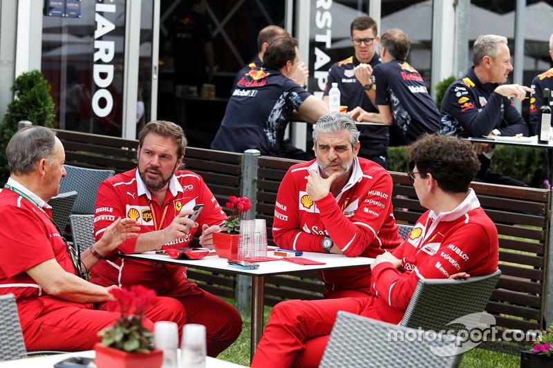 Maurizio Arrivabene, director del equipo Ferrari Mattia Binotto, director técnico de Ferrari