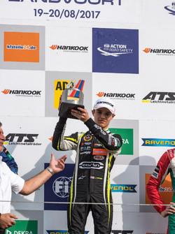 Podyum: Yarış galibi Lando Norris, Carlin, Dallara F317 - Volkswagen