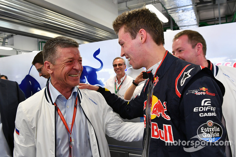 Dmitry Kozak, Deputy Prime Minister of the Russian Federation  and Daniil Kvyat, Scuderia Toro Rosso in the garage