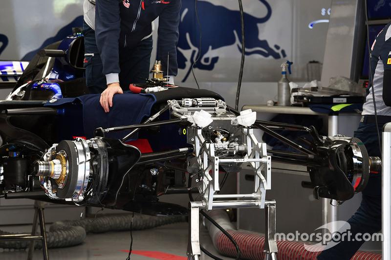 Передня підвіска Scuderia Toro Rosso STR12