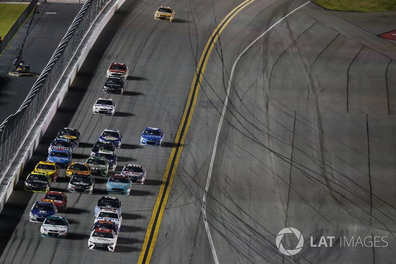 Erik Jones Furniture Row Racing Toyota Kasey Kahne Hendrick Motorsports Chevrolet At Daytona