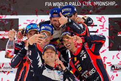 Les vainqueurs Sébastien Ogier, Julien Ingrassia, M-Sport, les deuxièmes Thierry Neuville, Nicolas Gilsoul, les troisièmes Dani Sordo, Marc Marti, Hyundai Motorsport