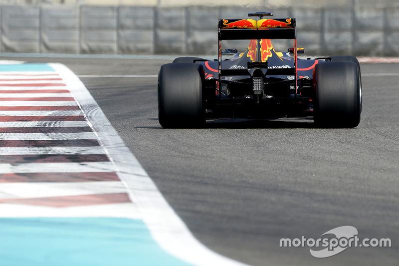 Daniel Ricciardo, Red Bull Racing, testet Pirelli-Reifen für 2017