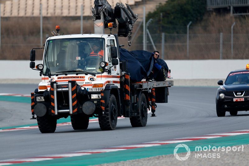 El coche de Alex Albon, Scuderia Toro Rosso STR14 en un camión