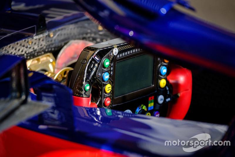 Vue détaillée du volant de la Toro Rosso STR13