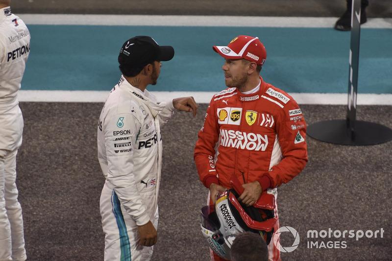 Lewis Hamilton, Mercedes AMG F1 y Sebastian Vettel, Ferrari en Parc Ferme