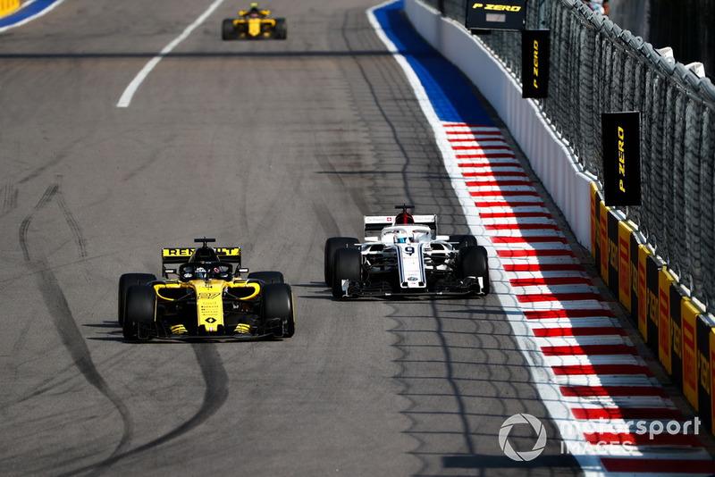 Nico Hulkenberg, Renault Sport F1 Team R.S. 18, leads Marcus Ericsson, Sauber C37, and Carlos Sainz Jr., Renault Sport F1 Team R.S. 18