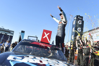 Ganador de la carrera Christopher Bell, Joe Gibbs Racing, Toyota Camry GameStop Just Cause 4