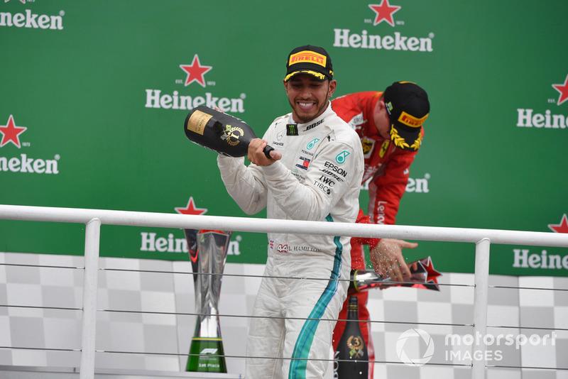 Podio: ganador de la carrera Lewis Hamilton, Mercedes AMG F1 celebra