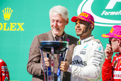 Race winner Lewis Hamilton, Mercedes AMG F1, former US President Bill Clinton on the podium with his