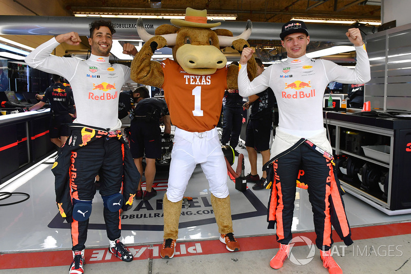 Daniel Ricciardo, Red Bull Racing and Max Verstappen, Red Bull Racing with Longhorns mascot in the Red Bull Racing garage