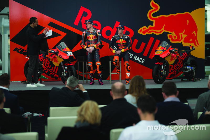 Pol Espargaro, Red Bull KTM Factory Racing, Bradley Smith, Red Bull KTM Factory Racing con Alex Hofmann