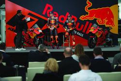 Pol Espargaro, Red Bull KTM Factory Racing, Bradley Smith, Red Bull KTM Factory Racing con Alex Hofmann