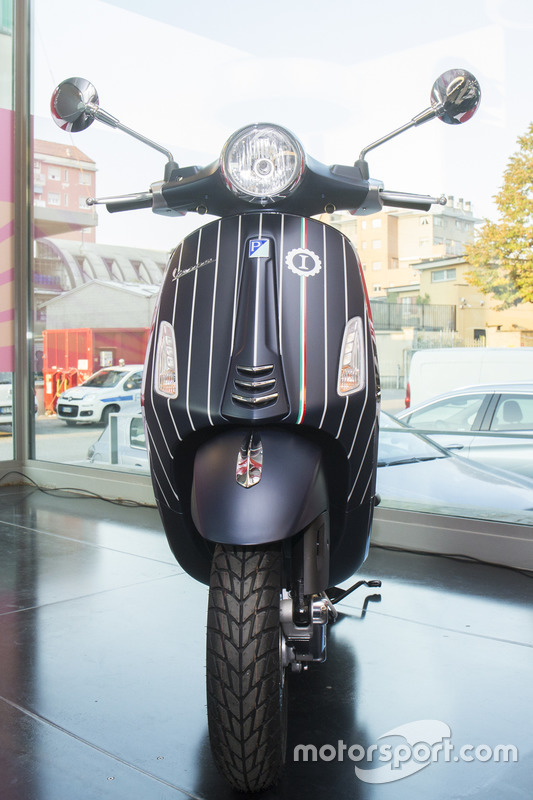 La Vespa Piaggio personalizzata da Garage Italia Customs, società di customizzazione che fa capo a Lapo Elkann.