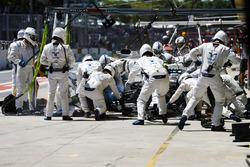 Felipe Massa, Williams FW40, in the pits