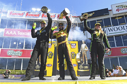 Pro Stock galibi Matt Hartford, Funny Car galibi J.R. Todd, Top Fuel galibi Brittany Force
