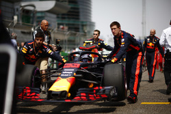Max Verstappen, Red Bull Racing RB14 Tag Heuer, arrives on the grid