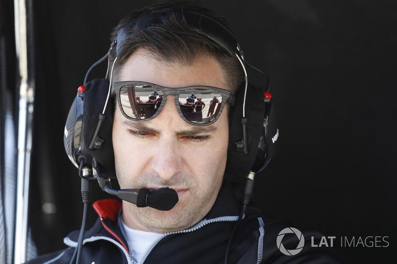 Un ingénieur de Josef Newgarden, Team Penske Chevrolet