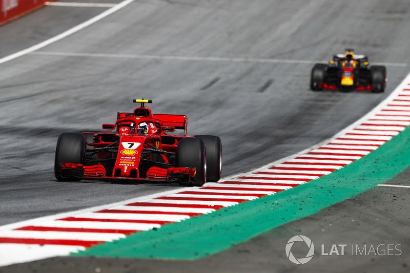 Kimi Raikkonen, Ferrari SF71H, Daniel Ricciardo, Red Bull Racing RB14