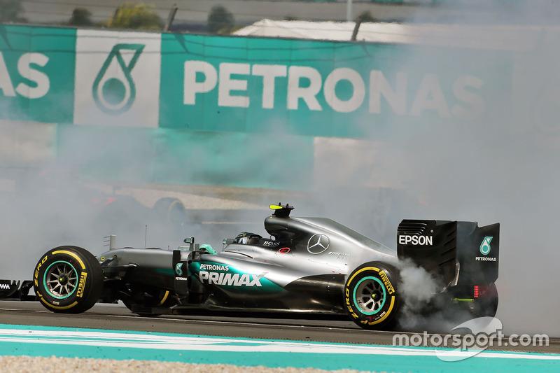 3. Nico Rosberg, Mercedes AMG F1, W07 Hybrid, Kollision nach dem Start