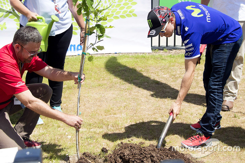 Jorge Lorenzo, Yamaha Factory Racing plants a tree at COTA