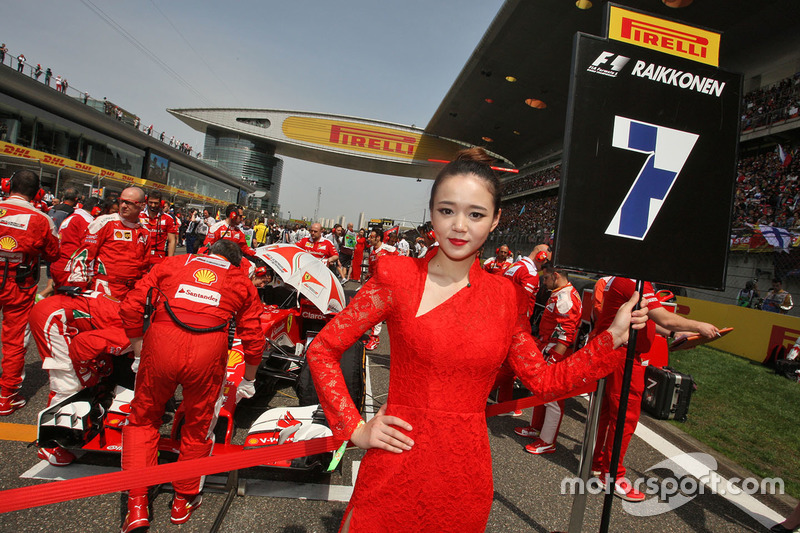 Grid girl for Kimi Raikkonen, Ferrari SF16-H