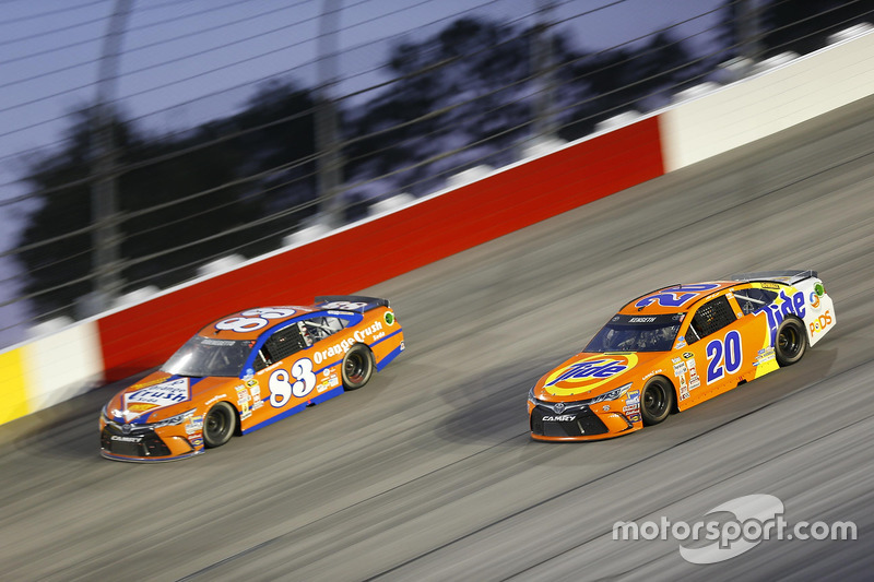 Matt Kenseth, Joe Gibbs Racing Toyota, Matt DiBenedetto, BK Racing Toyota
