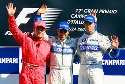 Podio: segundo lugar Rubens Barrichello, Ferrari; ganador de la carrera Juan Pablo Montoya, Williams-BMW; y tercer lugar Ralf Schumacher, Williams