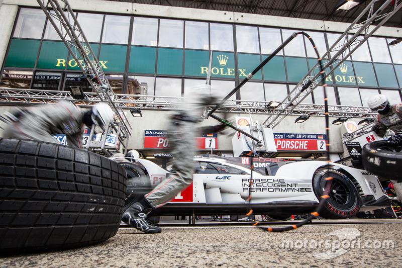 Тренування піт-стопа: #1 Porsche Team Porsche 919 Hybrid: Тімо Бернхард, Марк Веббер, Брендон Хартлі