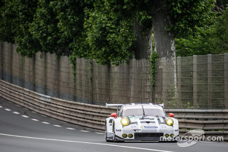 #92 Porsche Motorsport Porsche 911 RSR: Ерл Бамбер, Фредерік Маковєцкі, Йорг Бергмайстер
