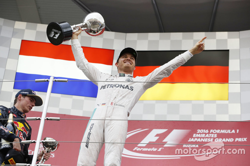 Podium: race winner Nico Rosberg, Mercedes AMG F1