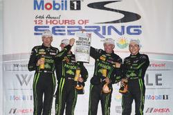 podio: ganadoresJohannes van Overbeek, Scott Sharp, Ed Brown, Pipo Derani, ESM Racing