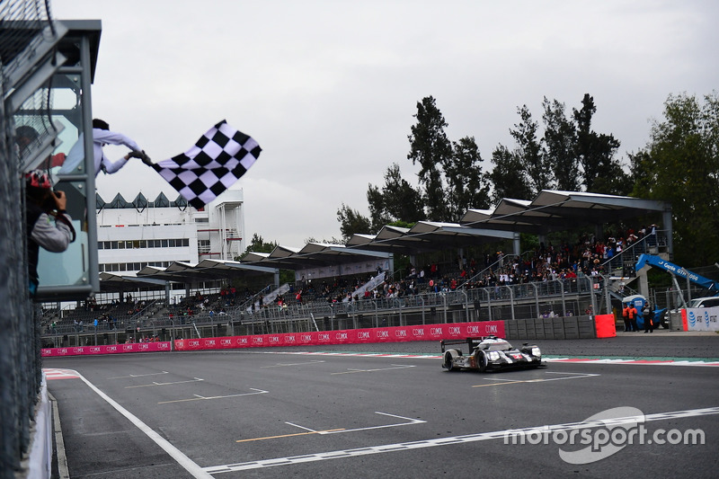 #2 Porsche Team Porsche 919 Hybrid: Romain Dumas, Neel Jani, Marc Lieb takes the checkered flag