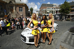 Audi safety car with grid girls