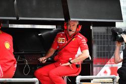 Jock Clear, Ferrari Chief Engineer on the Ferrari pit wall gantry