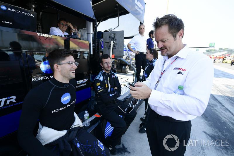 #10 Wayne Taylor Racing Cadillac DPi, P: Jordan Taylor e il direttore di gara Beaux Barfield