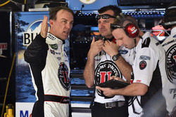 Kevin Harvick, Stewart-Haas Racing Ford Fusion y Rodney Childers