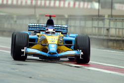 Heikki Kovalainen comes back in after his test run in the Renault RS23