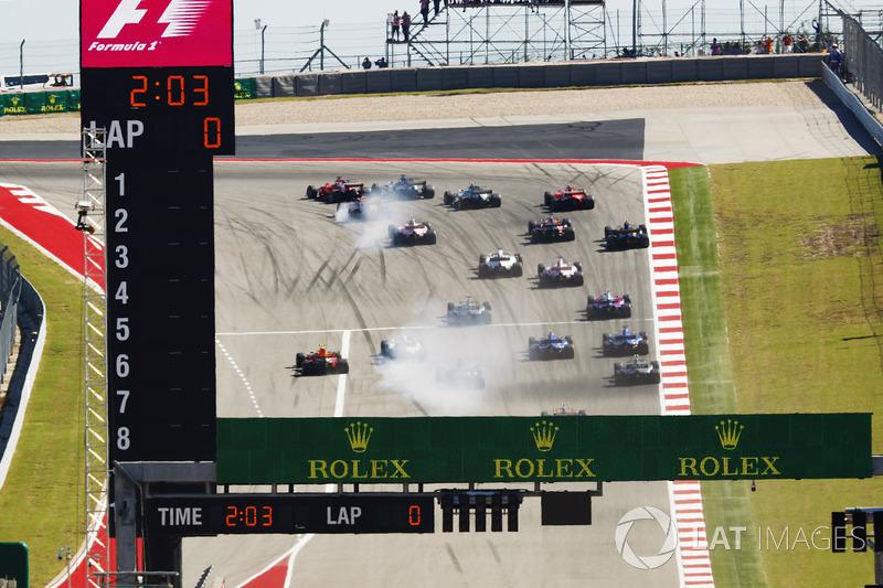 Sebastian Vettel, Ferrari SF70H, into the first corner at the start of the race