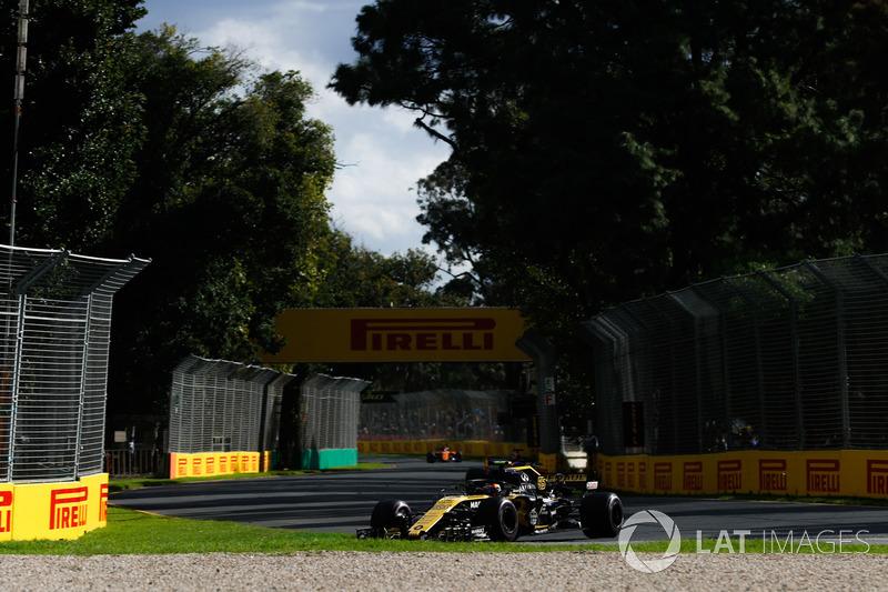 Carlos Sainz na volta 49: Carlos Sainz: Estou com problemas de estômago. Estou com muita náusea desta água.