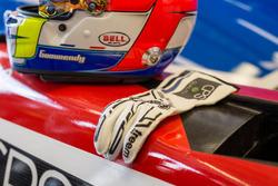 Le casque et les gants de Tristan Gommendy