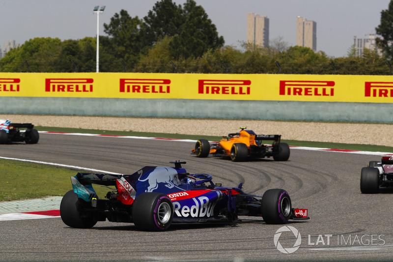 Stoffel Vandoorne, McLaren MCL33 Renault, leads Marcus Ericsson, Sauber C37 Ferrari, and Brendon Hartley, Toro Rosso STR13 Honda