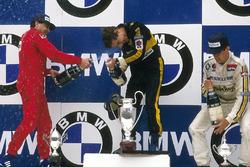 Podio: Ganador de carrera Ayrton Senna, Lotus, segundo lugar Michele Alboreto, Ferrari, tercer lugar Patrick Tambay, Renault