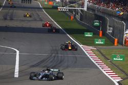 Lewis Hamilton, Mercedes AMG F1 W09, Max Verstappen, Red Bull Racing RB14 Tag Heuer, Daniel Ricciardo, Red Bull Racing RB14 Tag Heuer, and Kimi Raikkonen, Ferrari SF71H