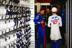 Pierre Gasly, Toro Rosso, prepares for the race with colleagues